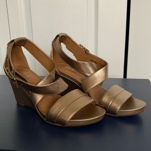 Clark's gold wedge sandals - EUC - 6.5